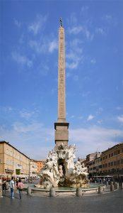 La Fuente de los Cuatro Ríos, se sitúa en la plaza Navona en Roma